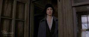 "Katherine Waterston como Tina Goldstein em ""Animais Fantásticos e Onde Habitam"". Pottermore"